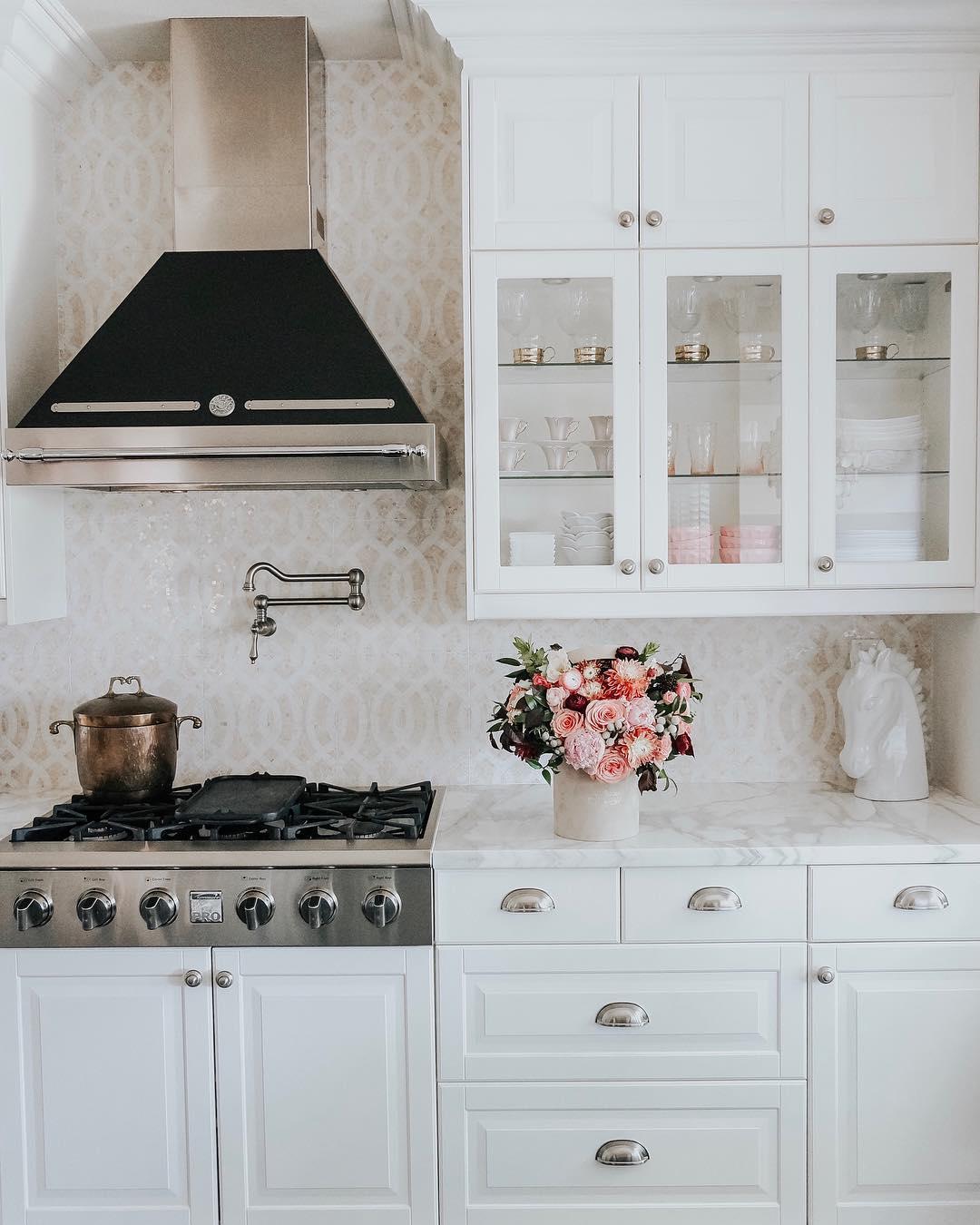 Красно-белая кухня: 100 реальных фото интерьеров