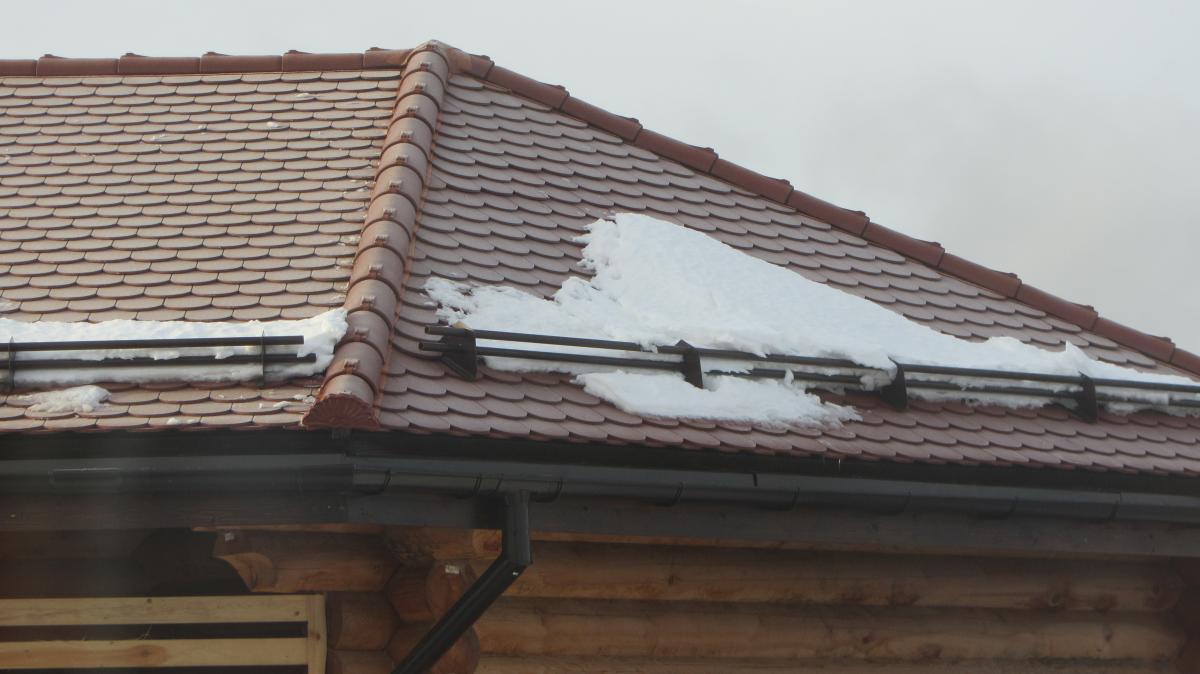 Как выбрать снегозадержатели на разные типы крыш