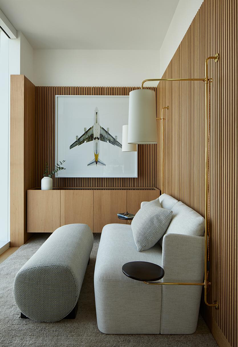 Рейки на стену: декоративные деревянные баффели в интерьере. варианты отделки стен своими руками. как крепить декор? рейки с подсветкой, их размеры