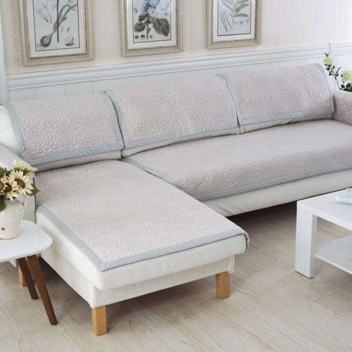 Как выбрать покрывало на угловой диван: определяемся с моделью и размерами