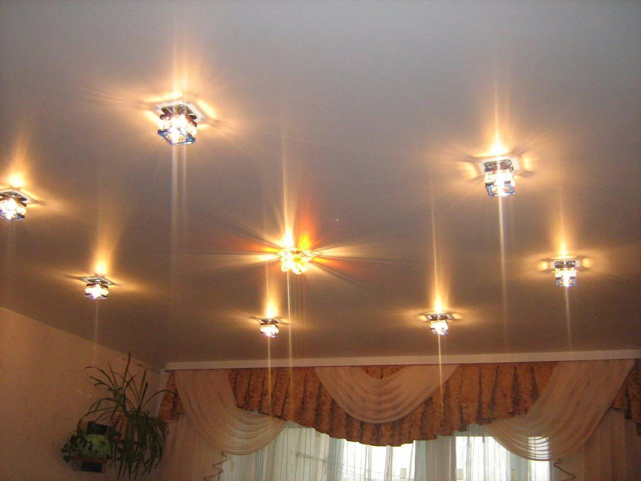 Расположение светильников на натяжном потолке: схемы и примеры (150+ фото)