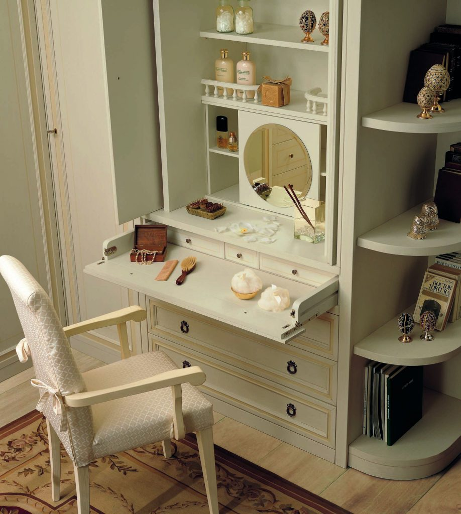 дамский столик с зеркалом и лампочками