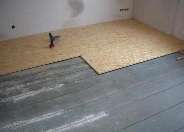 пол из фанеры в деревянном доме