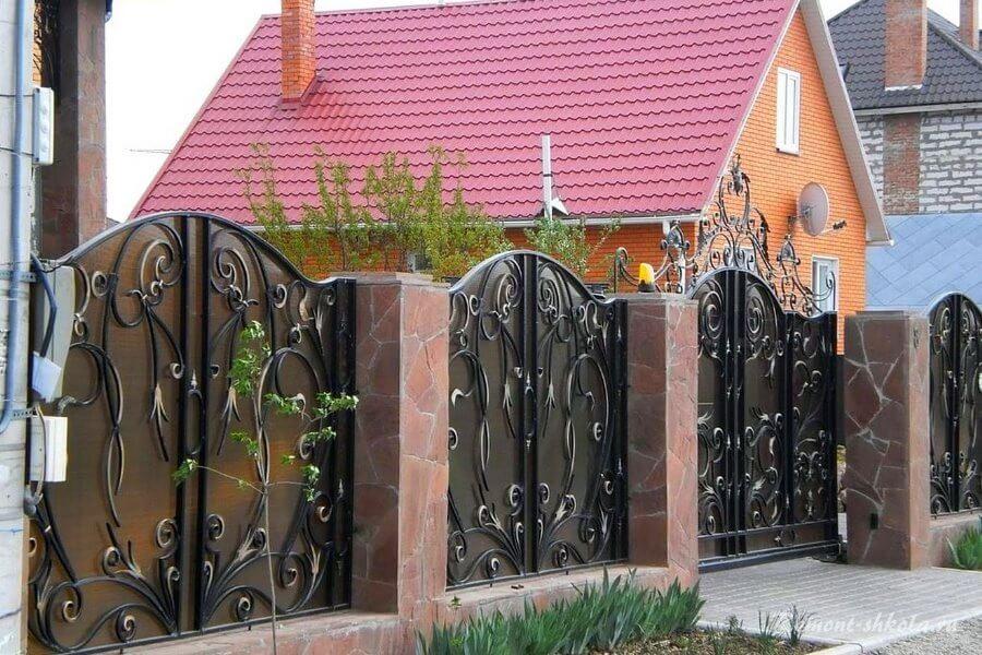 забор возле дома