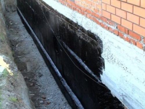 Утепление и гидроизоляция фундамента своими руками — залог строительства комфортного и теплого дома