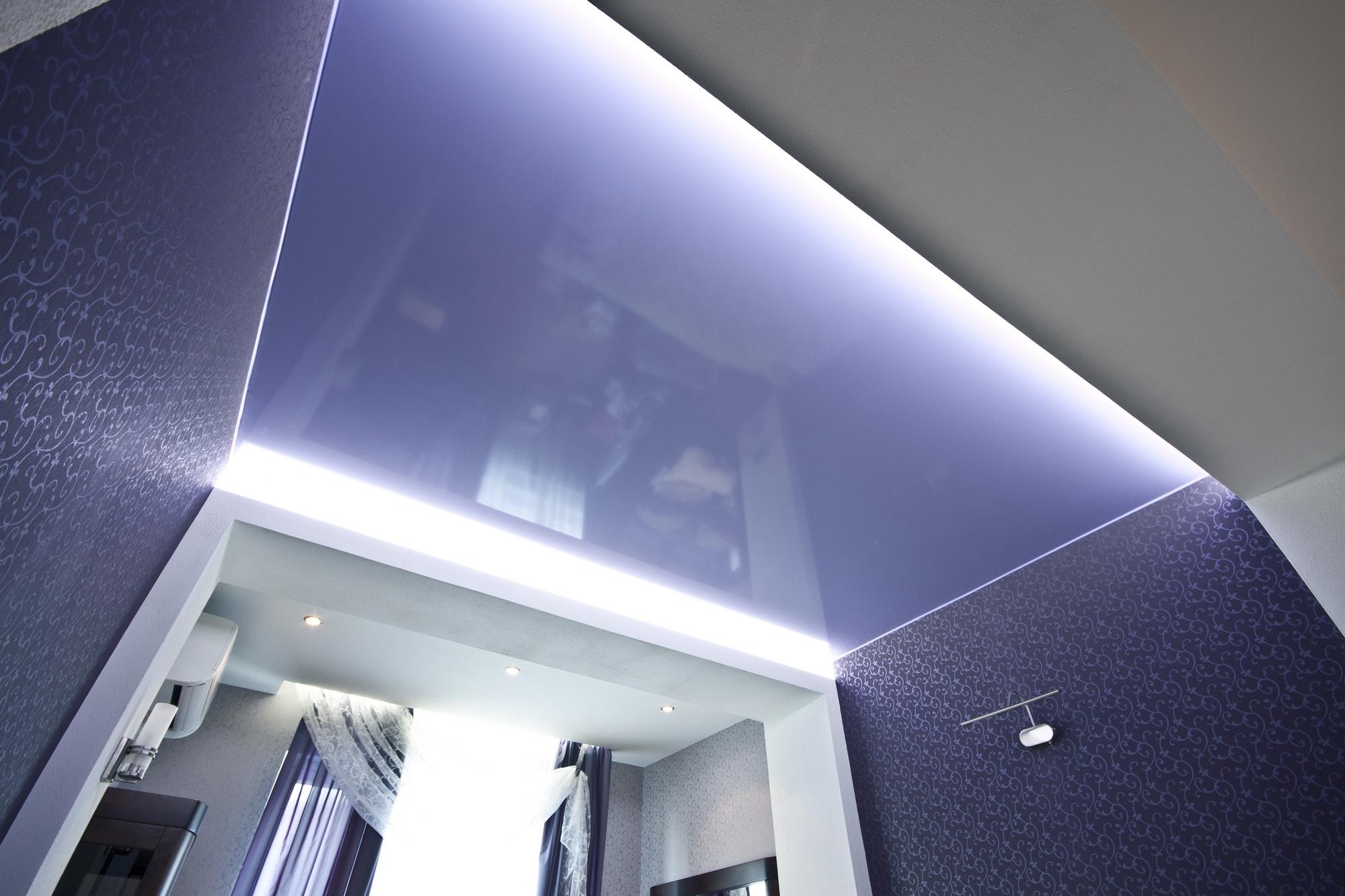 2 варианта монтажа световых и парящих линий в натяжном потолке