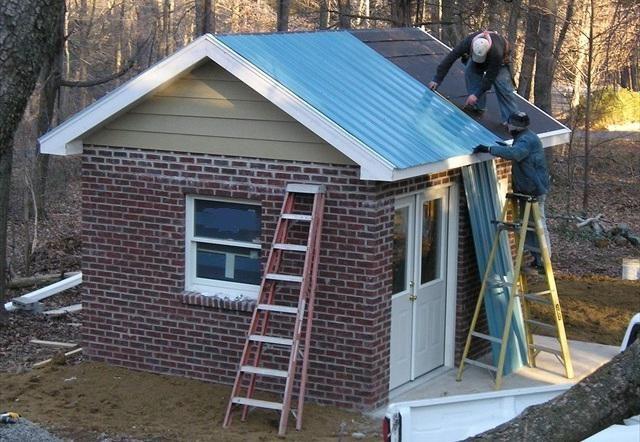 Как покрыть крышу рубероидом. ремонт. видео