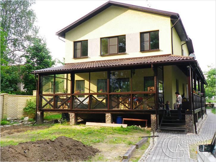 Отделка веранды в частном доме внутри, в деревянном доме