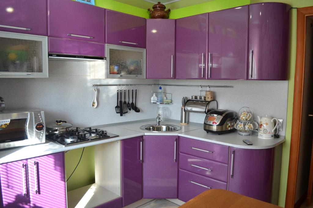 Рейлинги для кухни: плюсы и минусы, виды, фото в интерьере