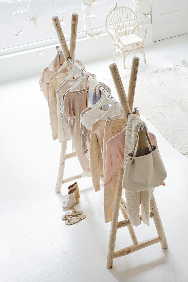 Как сделать вешалку для одежды своими руками: подвесную, напольную, из проволоки, дерева, бруса, торшера, с корзиной, полкой, инструкция