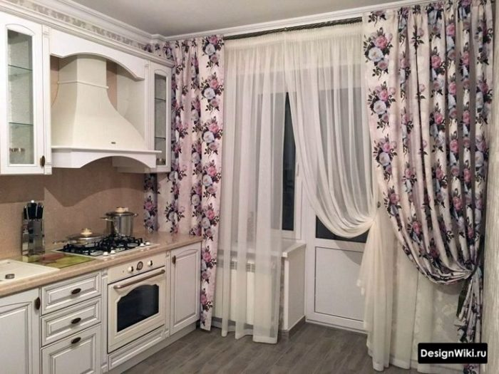 Короткие шторы на кухню - фото примеров