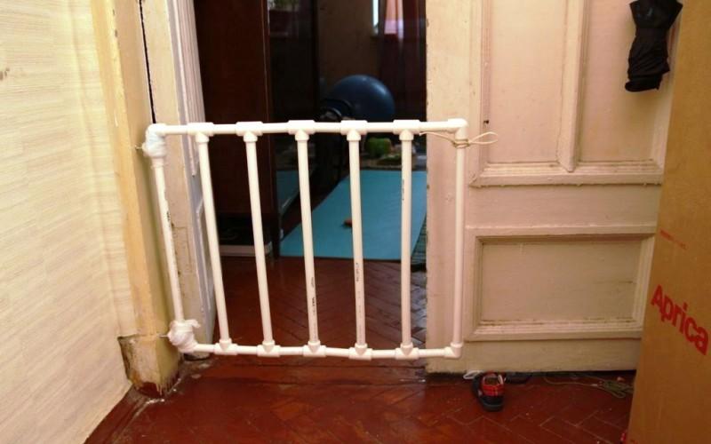 перегородка для лестницы от детей