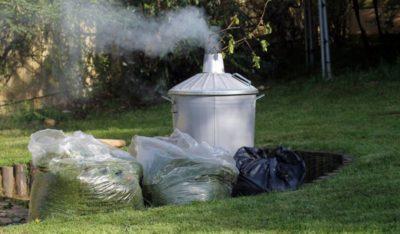 Сжигание мусора на своем участке во дворе частного дома или дачи