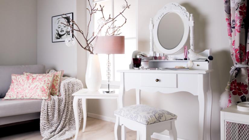 Трюмо с зеркалом в спальню (37 фото): угловое зеркальное трюмо, дизайн модели из дсп