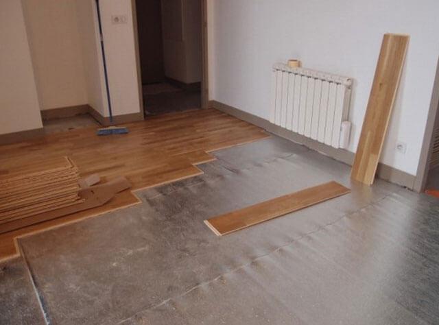 Ламинат на стену: способы крепления напольного покрытия при обшивке стен