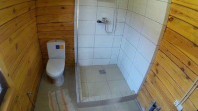 Отделываем плиткой ванную комнату своими руками в бревенчатом, деревянном, каркасном доме своими руками: чем лучше? +видео