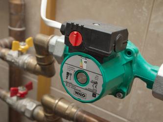 Почему греется насос отопления в доме при холодной воде