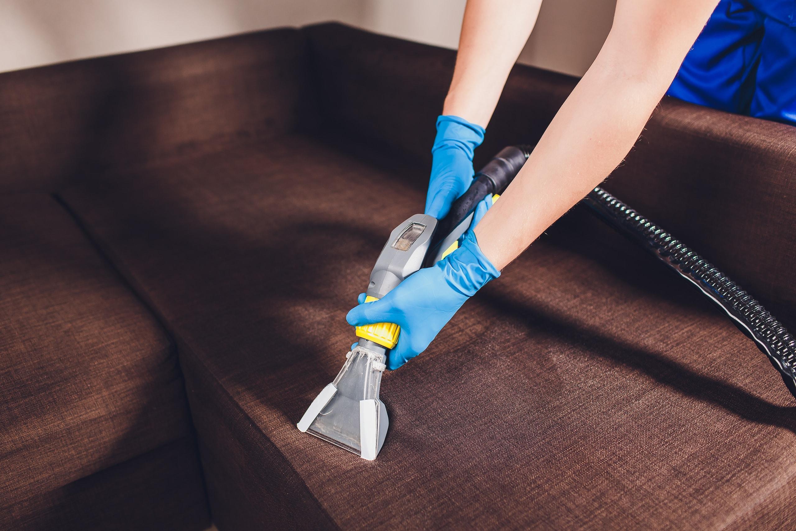 Как почистить шторы на весу без стирки?