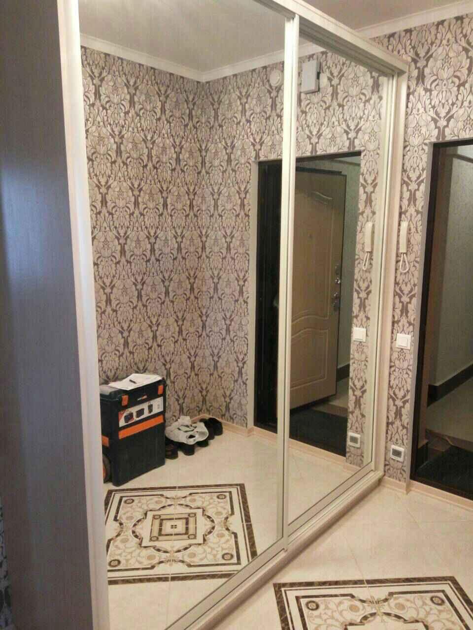 Привлекательный внешний вид и практичность – шкафы в гостиную в современном стиле