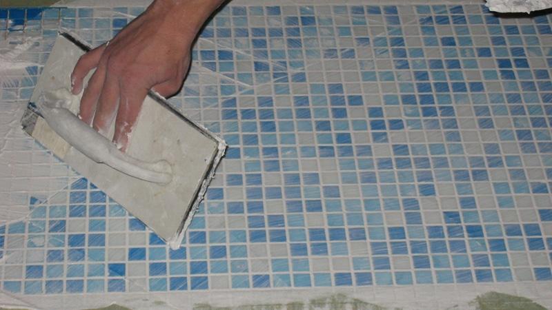 как положить мозаику на стену