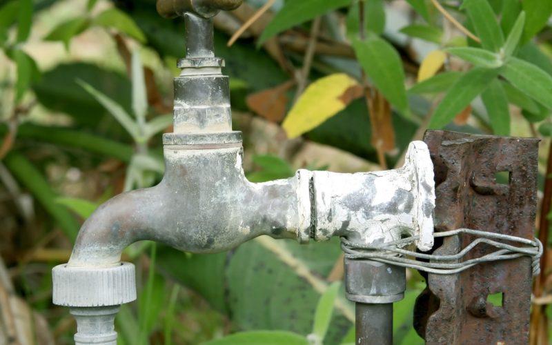 Повышенное содержание железа в воде из скважины: чем опасно и что делать?