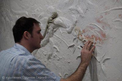 Декоративная штукатурка своими руками: ремонт стен и потолка, как сделать из обычной шпаклевки, из бумаги, под кирпич, зачем нужен воск, виды валиков, с узором