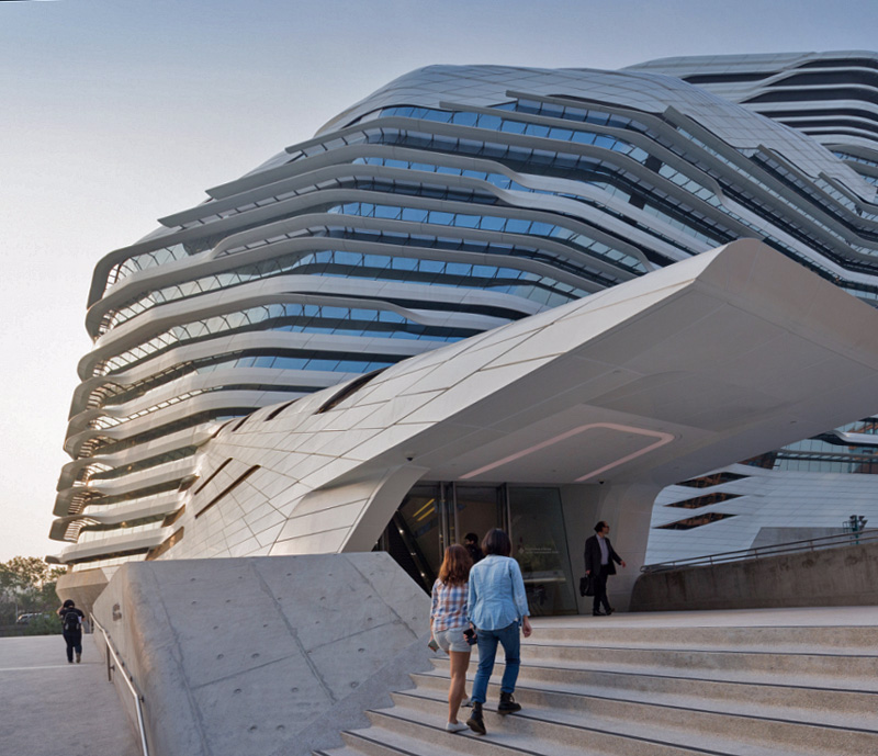 Заха хадид — биография захи хадид, самые известные здания и проекты, периоды творчества, портрет архитектора.