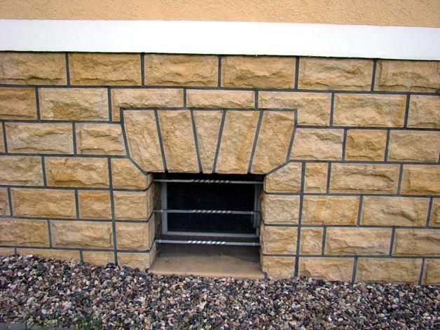 Отделка цоколя панелями под камень: облицовка фундамента каменными плитами, обшивка термопанелями своими руками