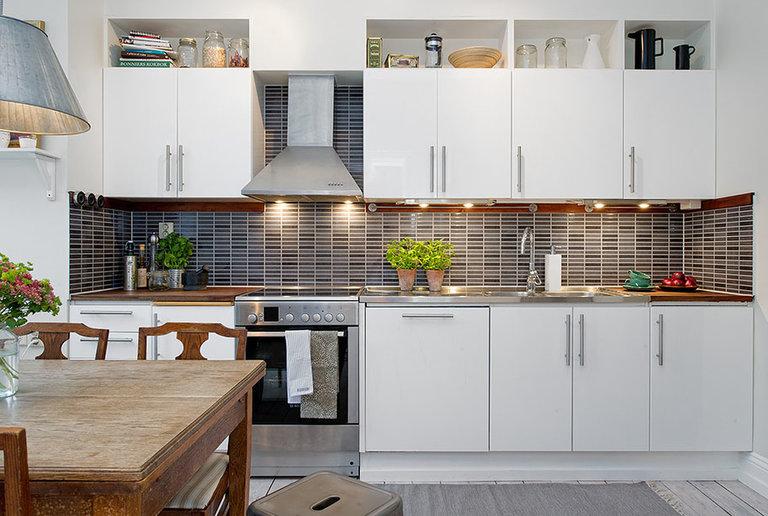 Белый кухонный гарнитур в интерьере: 70 современных фото и идей