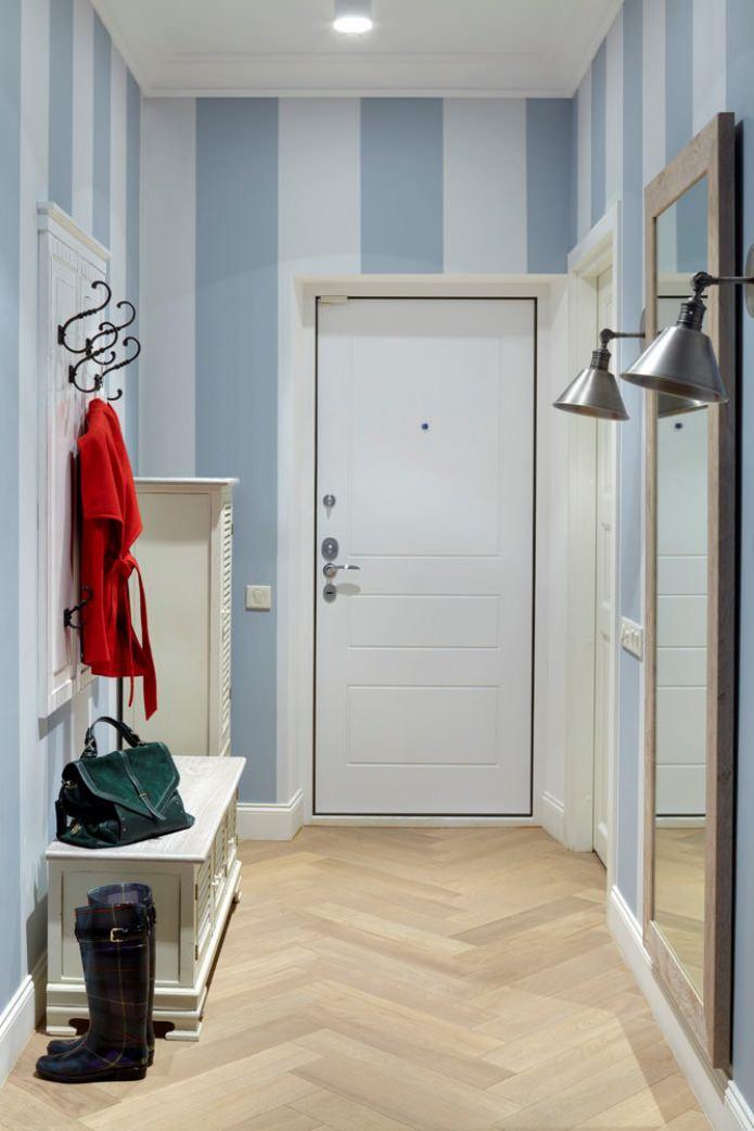 Какие обои выбрать в прихожую, если у вас светлые двери?