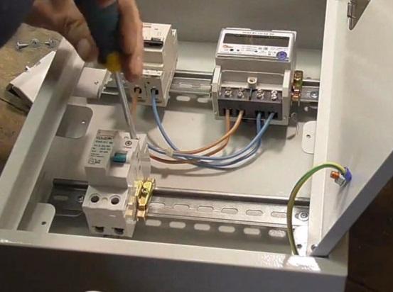 счетчик электроэнергии на столбе с дистанционным считыванием
