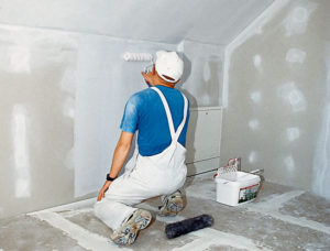 Нужно ли грунтовать стены перед покраской водоэмульсионной краской и как это сделать?   | в мире краски