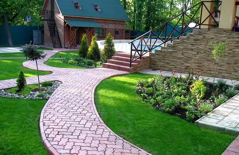 Как используется пластиковая плитка для укладки садовых дорожек на даче