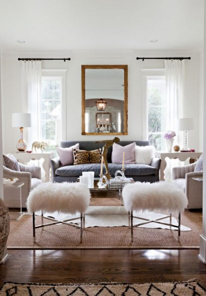 Как оформить гостиную с двумя окнами: удобные варианты