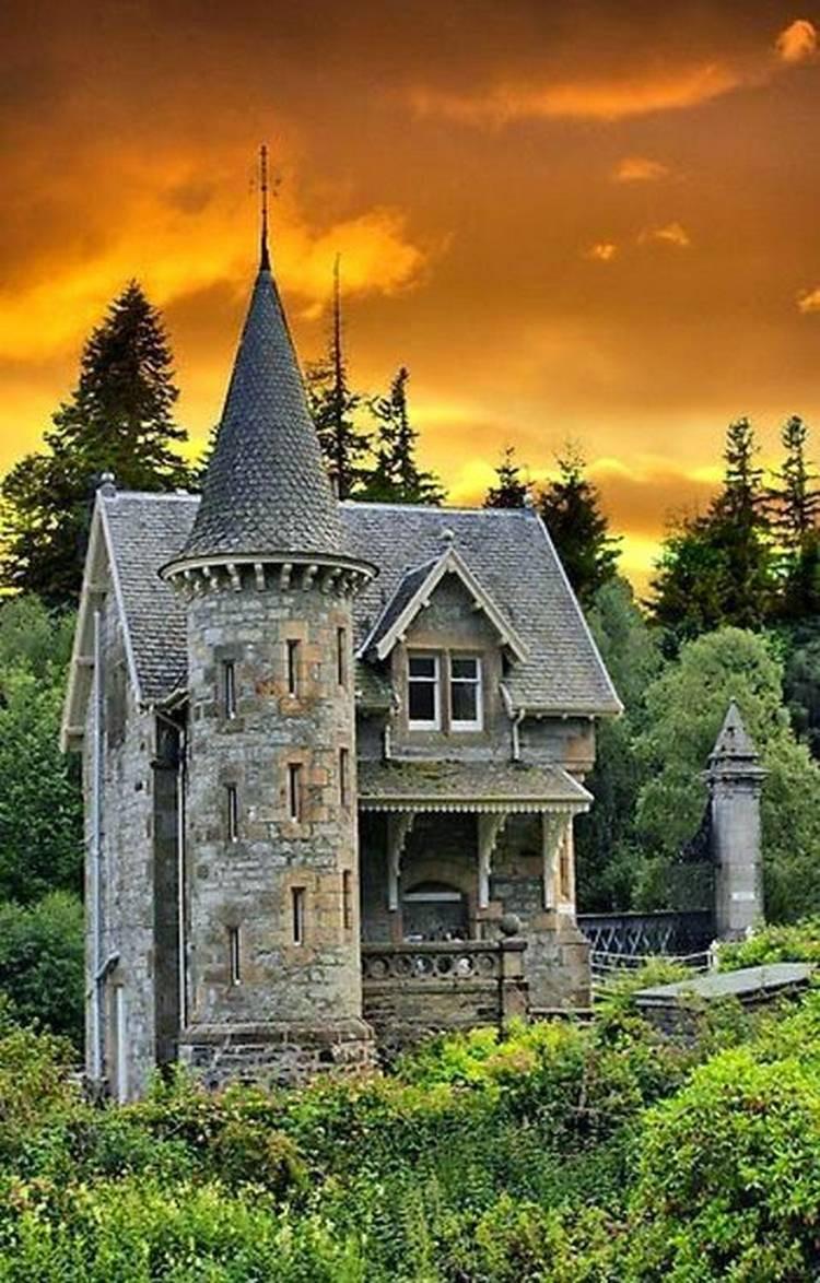 дом в виде замка