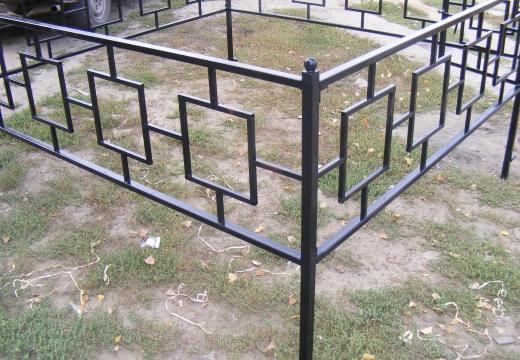 Как самостоятельно установить ограду на кладбище правильно своими руками