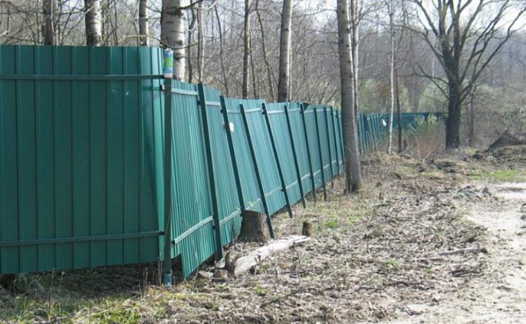 Фундамент под забор из профнастила своими руками - всё о воротах и заборе