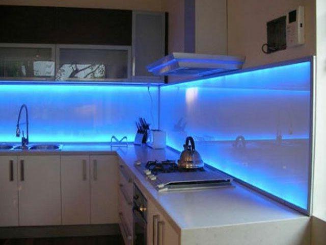 Подсветка для кухни под шкафы светодиодная: 65 фото в интерьере