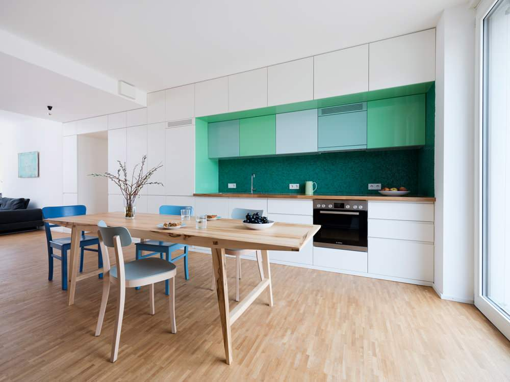 Бело-коричневая кухня: 90 фото идей дизайна, белая кухня с коричневой столешницей