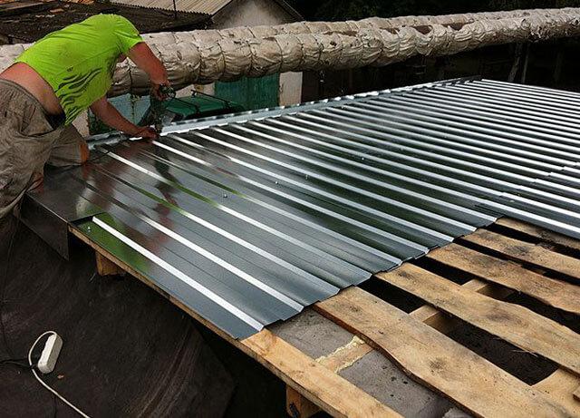 как правильно стелить рубероид на крышу
