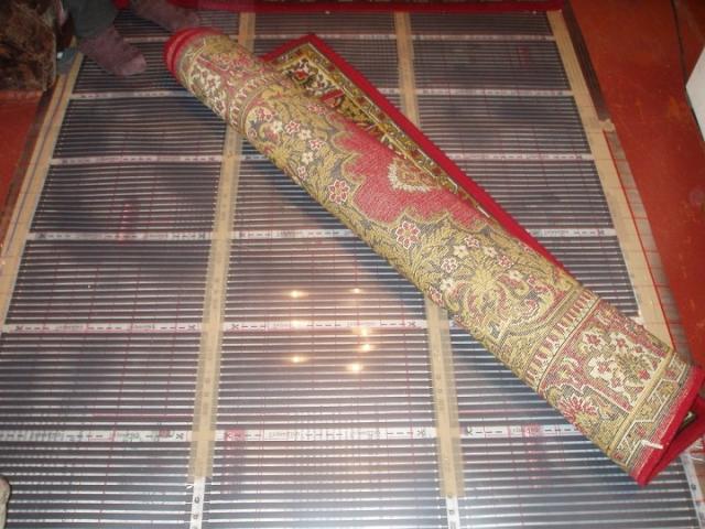 Теплый пол под ковер: плюсы и минусы, характеристики, особенности выбора и укладка своими руками