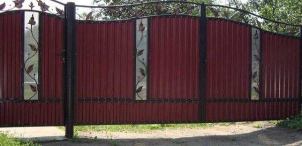 Забор из профнастила — основные цвета, особенности конструкции и правила установки (95 фото-идей)