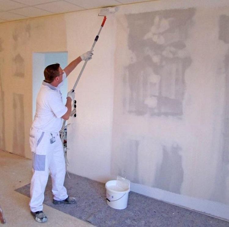 Грунтовка стен перед покраской: нужно ли грунтовать перед покраской водоэмульсионной краской, как правильно выбирать грунт, чем и сколько раз грунтовать