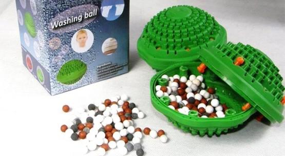Чтобы пуховик не свалялся при стирке — используйте специальные шарики