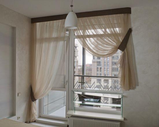 какие шторы на кухню с балконом