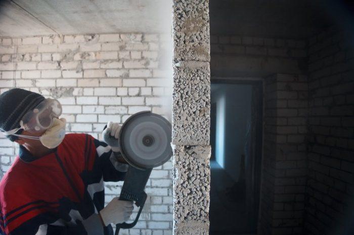 Как правильно сделать штробу в бетоне: перфоратором, болгаркой своими руками
