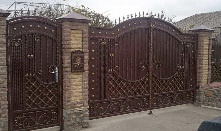 ворота во двор частного дома