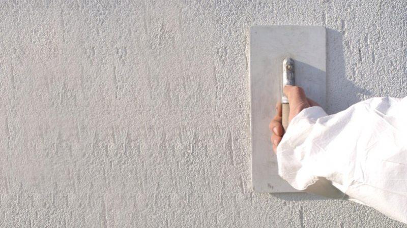 Штукатурка «короед» (81 фото): декоративная фактурная смесь в интерьерах квартир и домов, составы для отделки стен