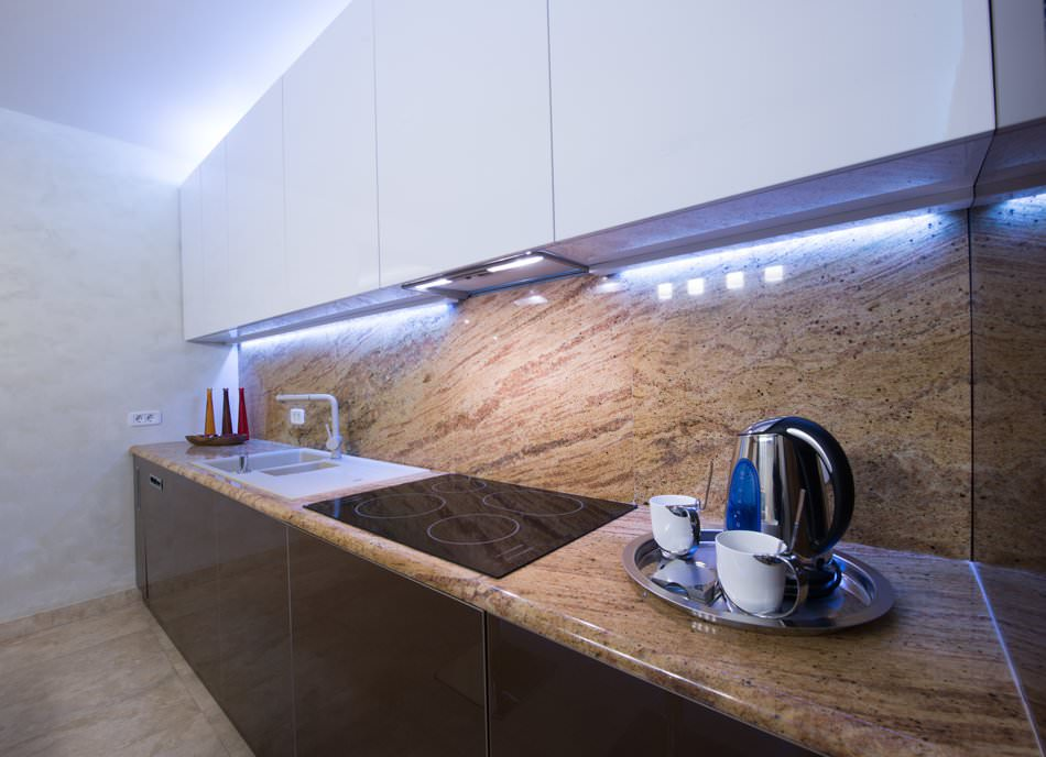 Подсветка кухонного гарнитура: в чем особенность, как установить и использовать в дизайне