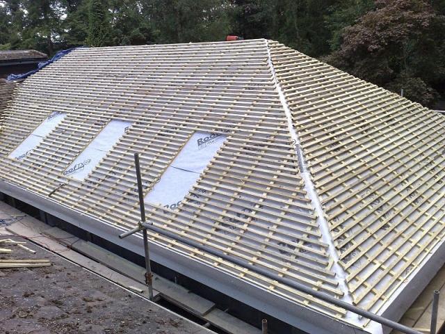 Покрытие крыши рубероидом. технология укладки кровли из рубероида своими руками